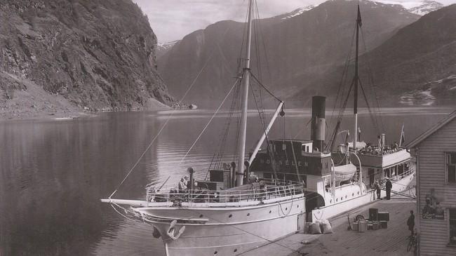 DS Hornelen ved kai i Flåm i 1928. Foto: Normann.
