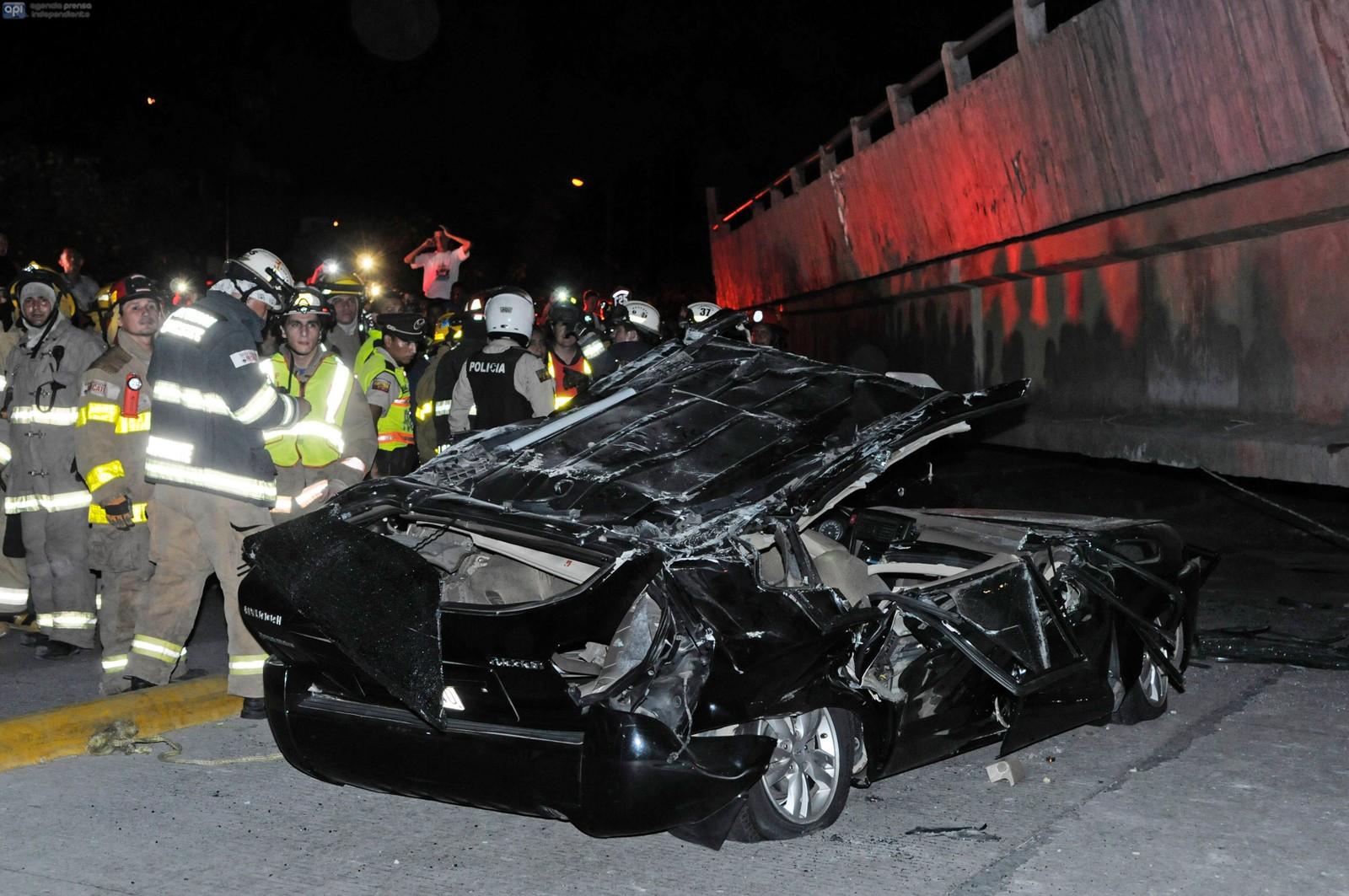En bro kollapset i Guayaquil som følge av skjelvet.