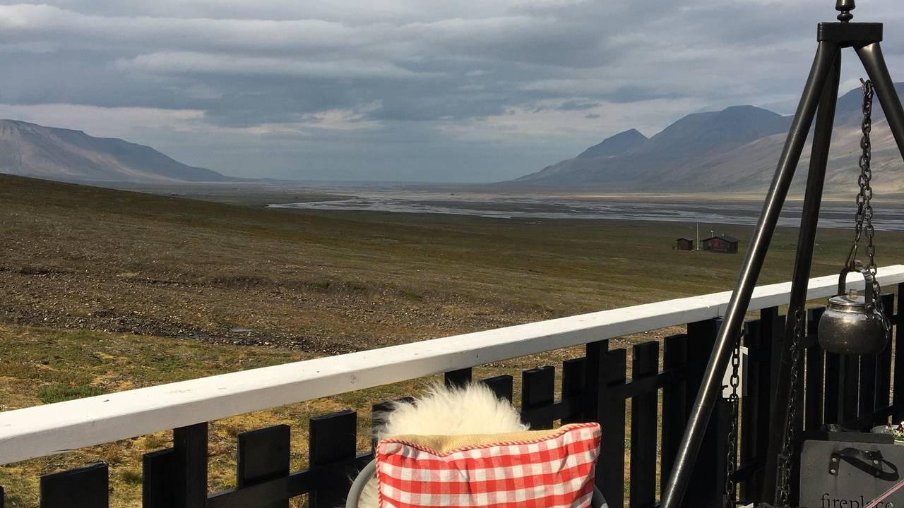 Utsikt fra hytta i Adventdalen