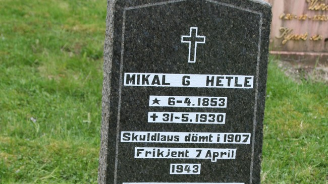 Gravsteinen til Mikal Hetle. Foto: Ottar Starheim, NRK.