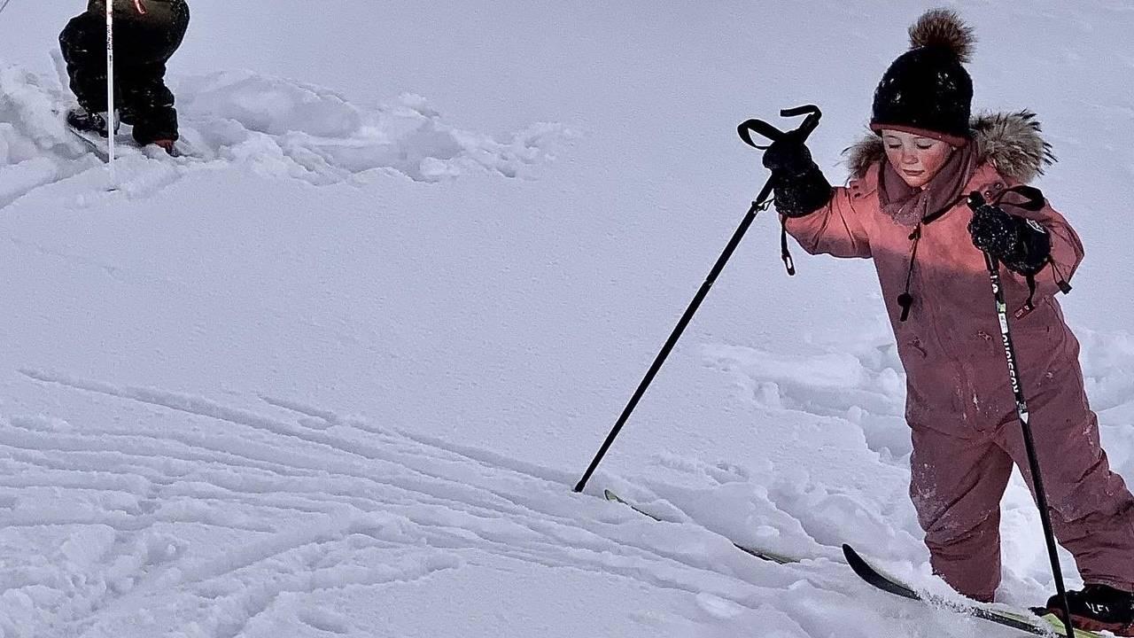 Alle barna har gått mye på ski i løpet av to hele vintre på hytta ved Sølen i Rendalen.