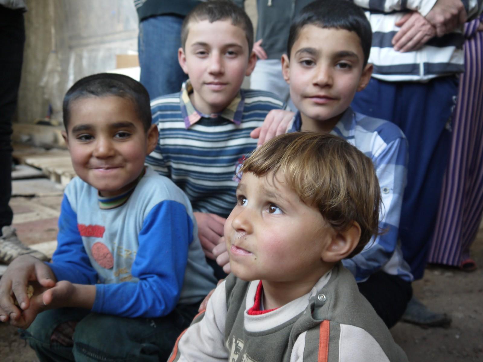 Mange barn er på flukt i Irak. På grunn av sitt etniske opphav og foreldra si gudstru er dei drivne på flukt i ung alder.