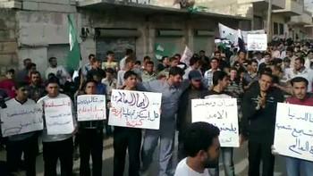 Demonstranter i Idlib i Syria