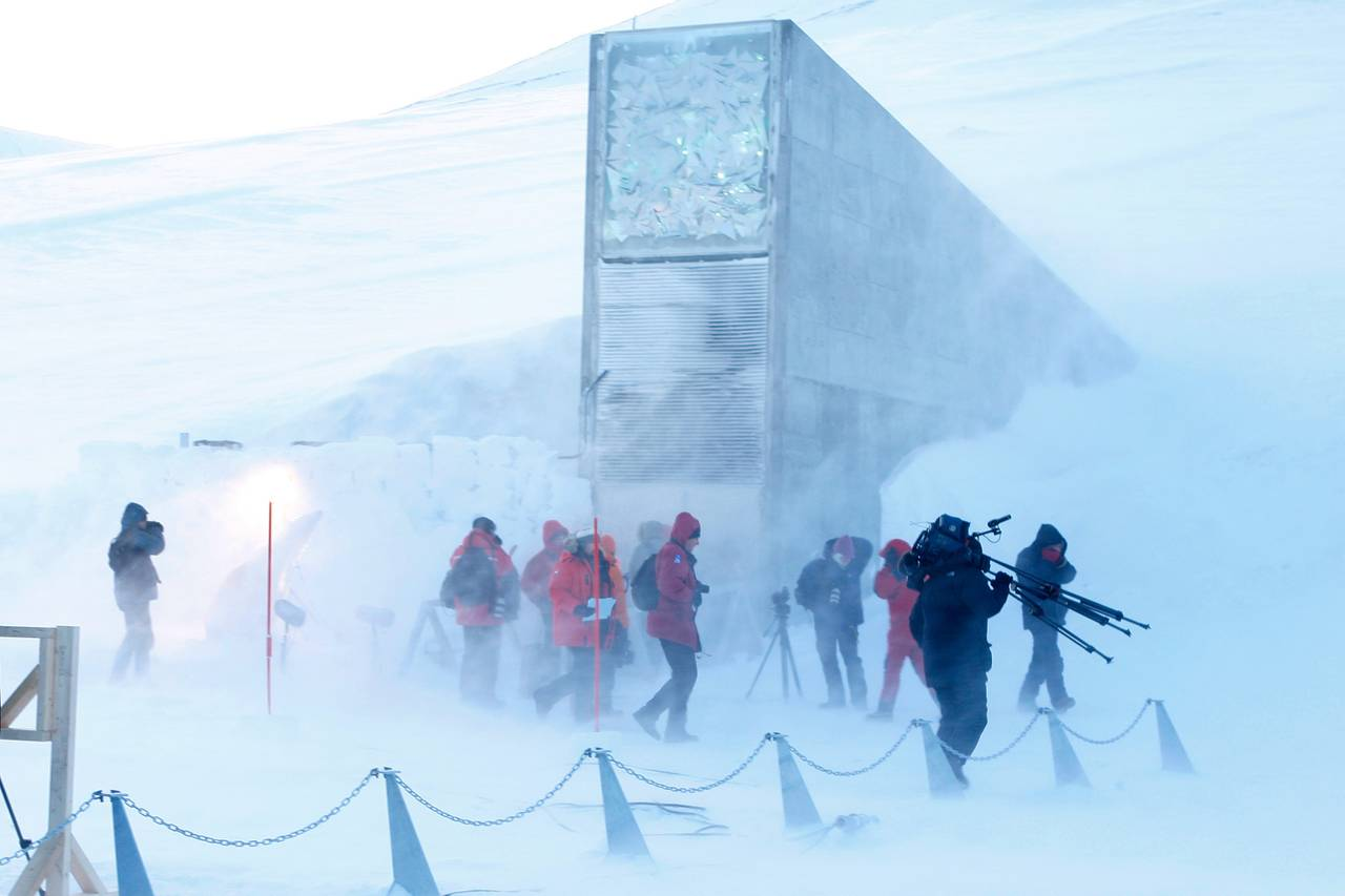Pressen var til stede under åpningen av frølageret på Svalbard.