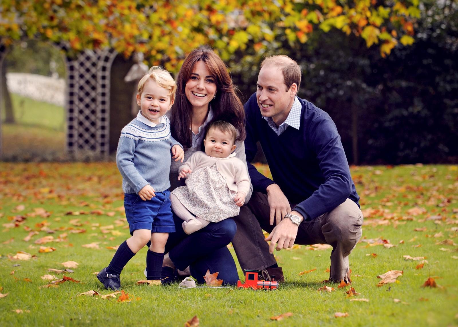 Prins William og familiens julefoto ble egentlig tatt i oktober, men vi tar det med i galleriet i anledning høytiden.