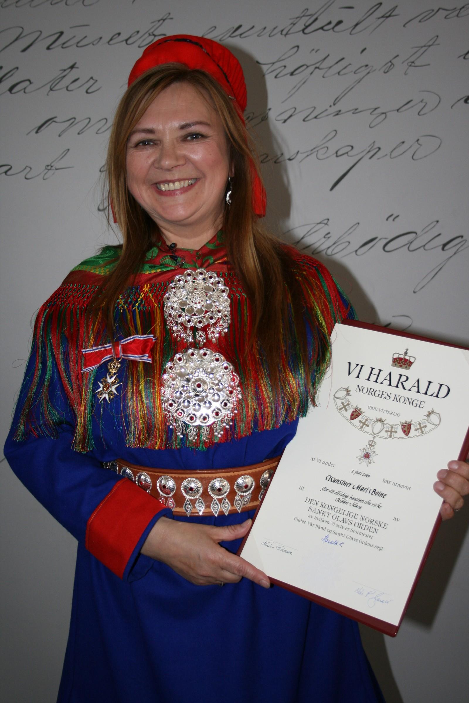 Mari Boine ble slått til ridder av St. Olavs Orden i september 2009 på Tromsø museum.