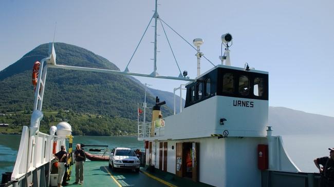 I dag er bilferja Urnes som går mellom Solvorn og Ornes den einaste båtruta i Luster. Foto: Merete Husmo Høidal, NRK.