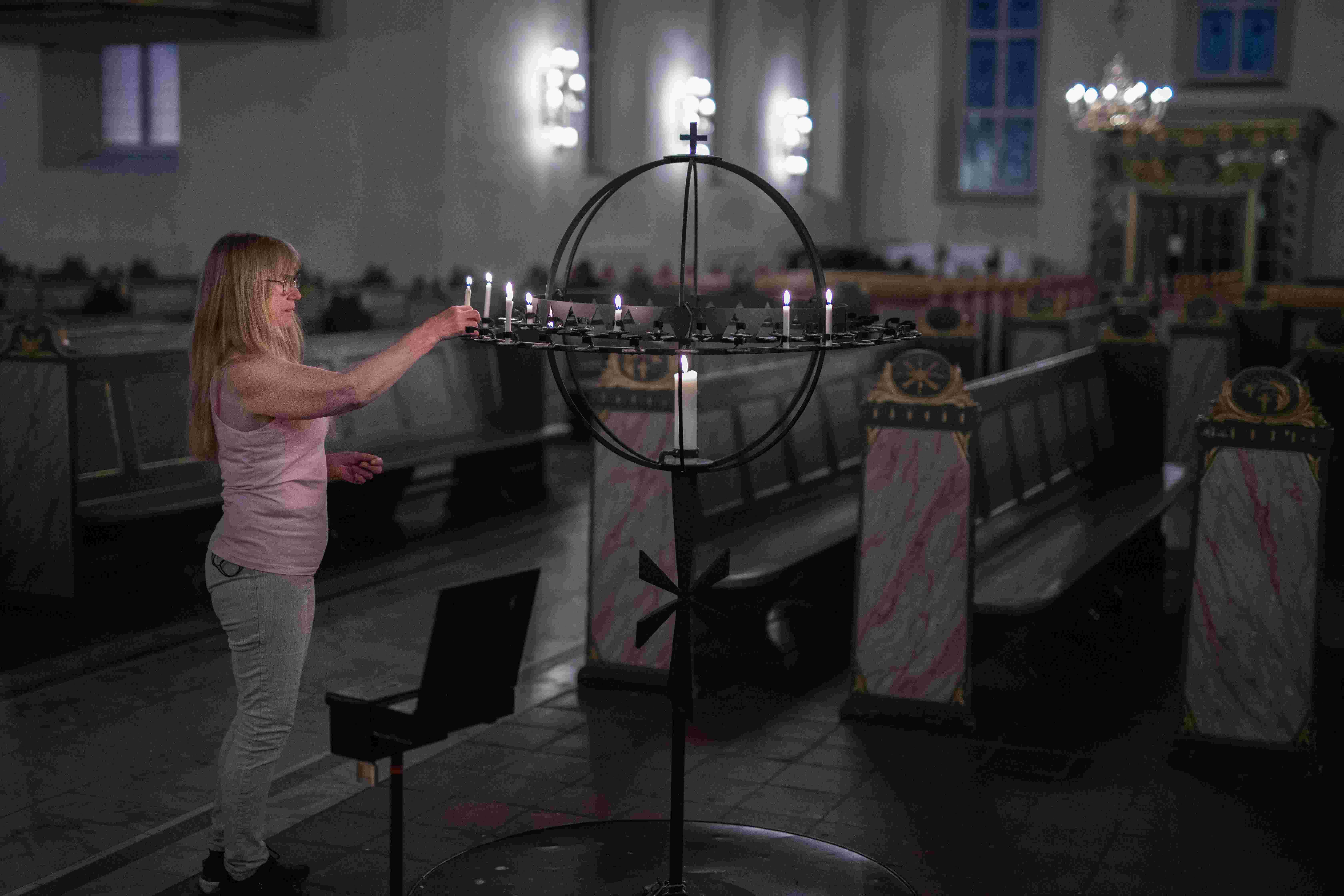 Andrea tenner lys i lysgloben