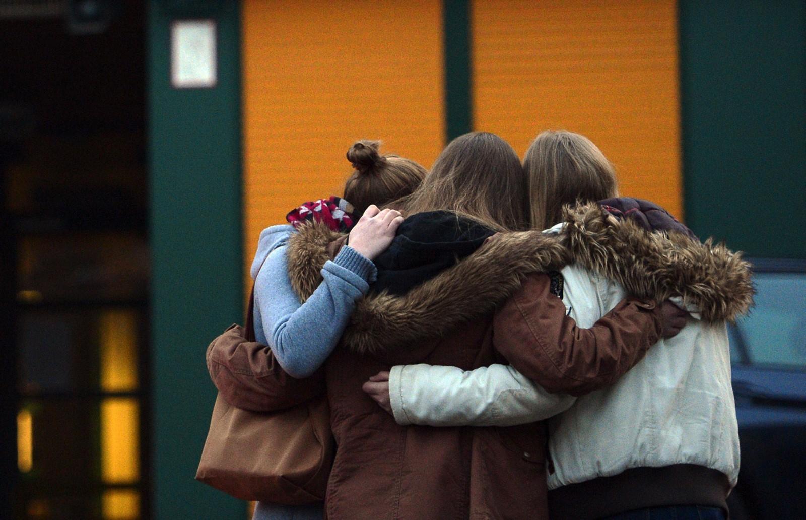Elevene skal få anledning til å snakke og sørge over skolekameratene og lærerne de har mistet, før de holdes seremoni.