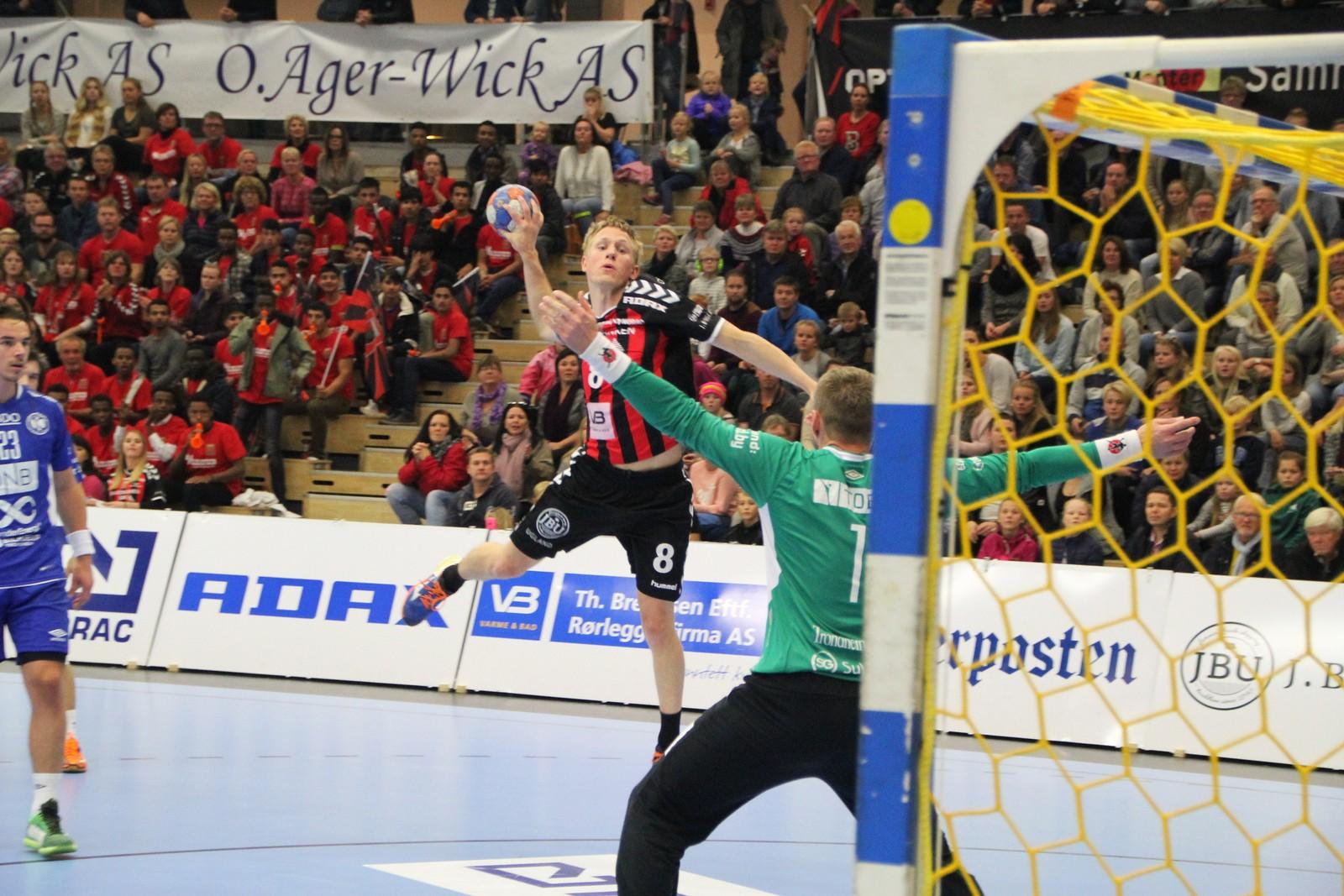 Magnus Jøndal kliner til frå kanten.