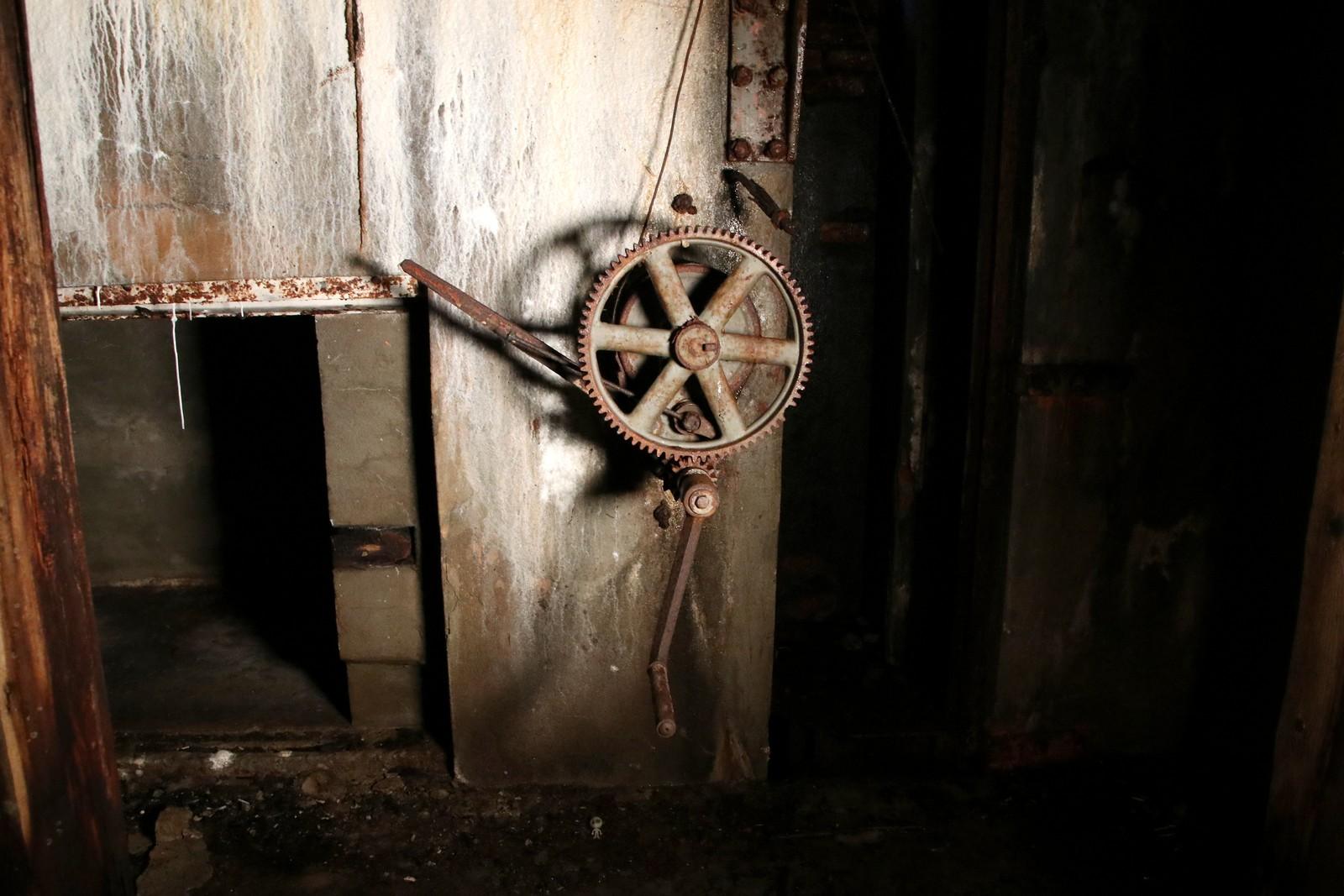 Dette hjulet styrte ammunisjonsheisen opp til en av Haubitz-kanonene.