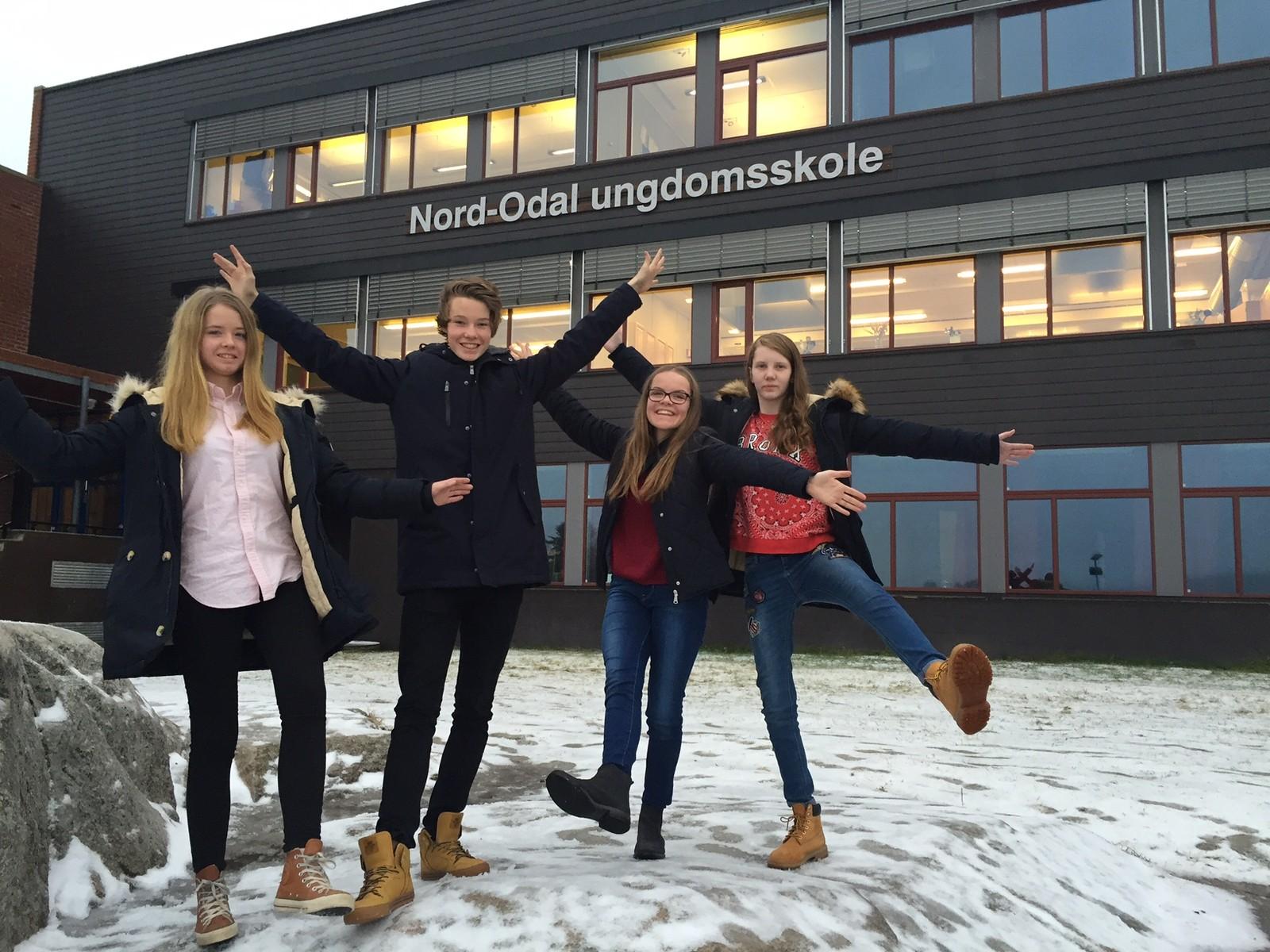 Juni Sæther Hemstad, Elias Rudsbråten, Synne Håkenrud og Øyvor Nybakk Solberg (reserve) fra Nord-Odal ungdomsskole klarte seks rette i Klassequizen.