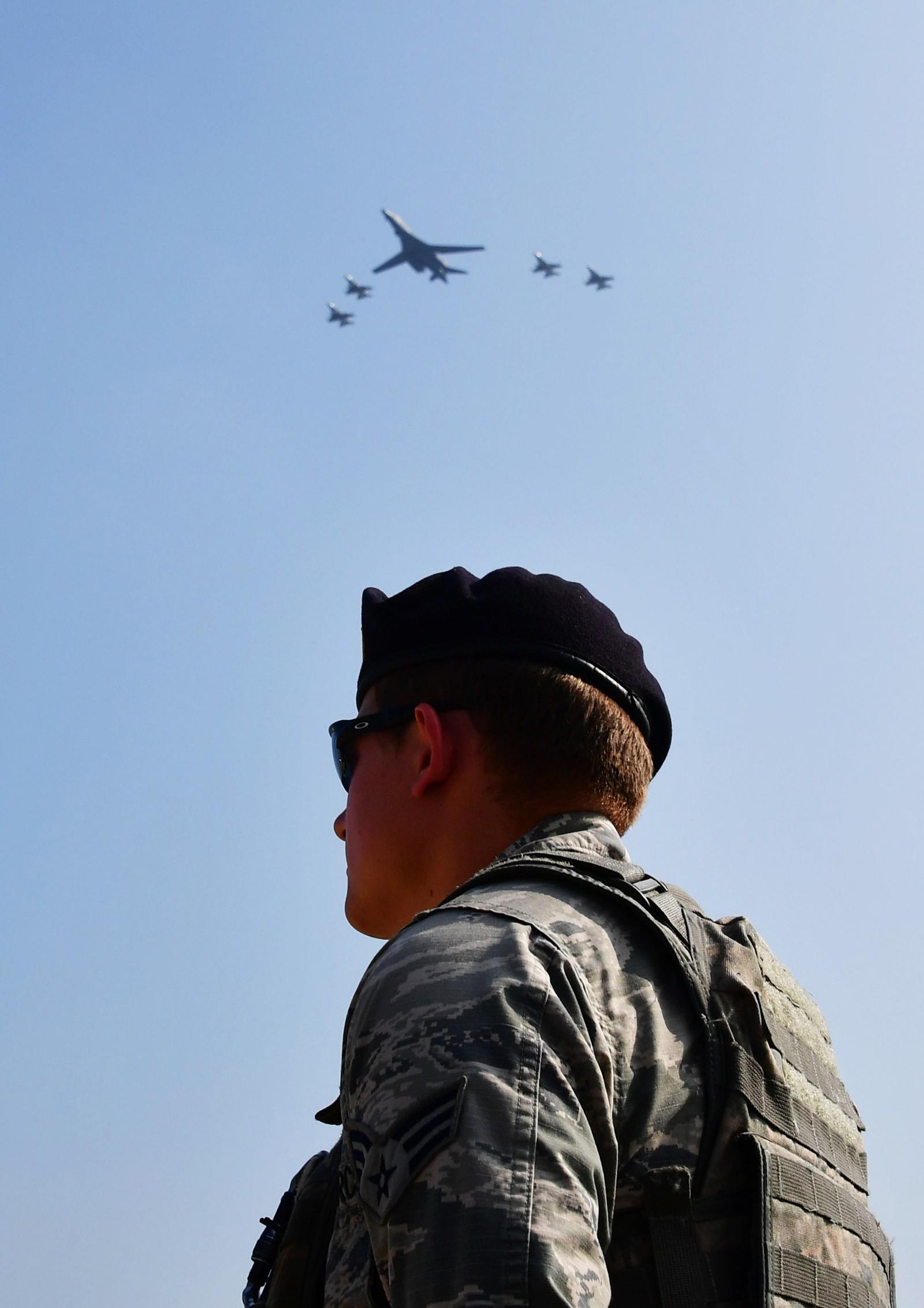 USA har store tilstedeværelse i Sør-Korea, og nå økes denne med tilførselen av B-1-bombeflyene.