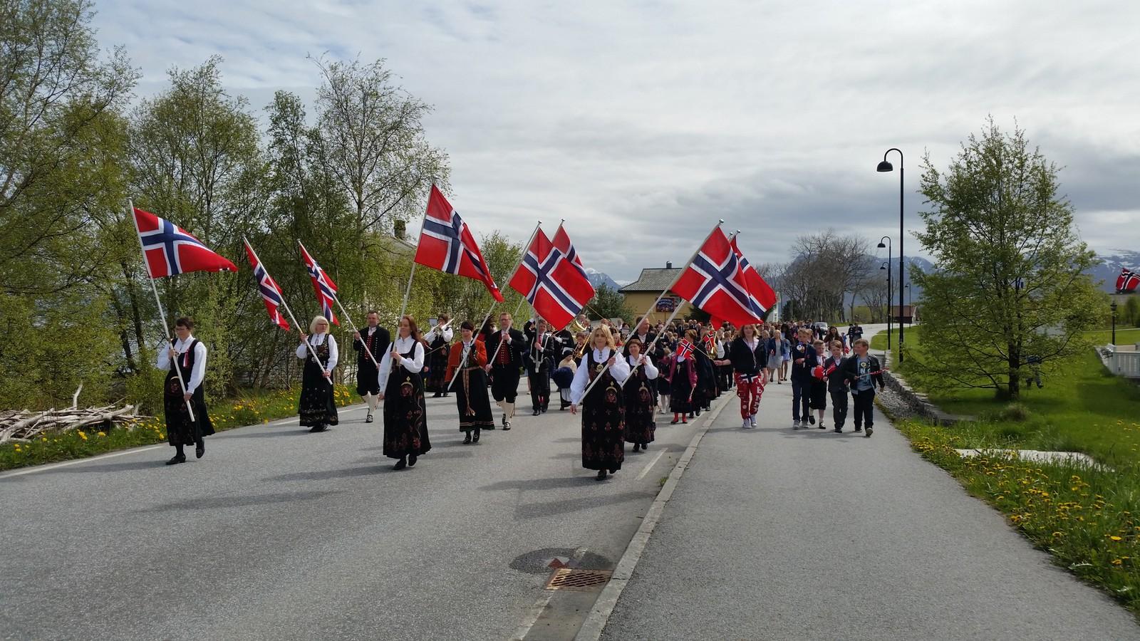 17.mai toget på Haramsøy