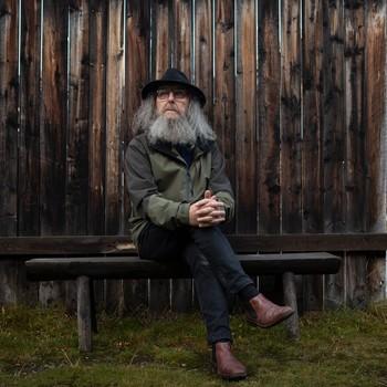 Arnfinn Strømmevold er fra Røros og tror folk der ikke blir så lett smitta av korona.