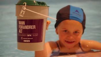 Milla Stensland på Delfinen Svømmeskole