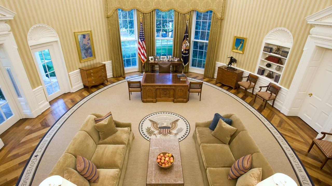 Det ovale kontor i Det hvite hus pusset opp for Barack Obama. Med nytt teppe, ny tapet og nye sofaer. Bilde tatt august 2010.