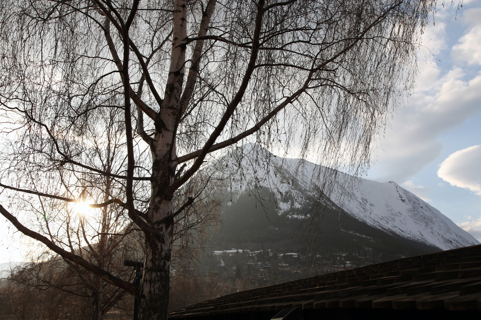 Lomseggen. Kommunen har flest fjelltopper over 2000 meter i Norge. - Vi er nærmere engelsk landsbykrim enn nordisk noir, sier Ragnhild Kolden.