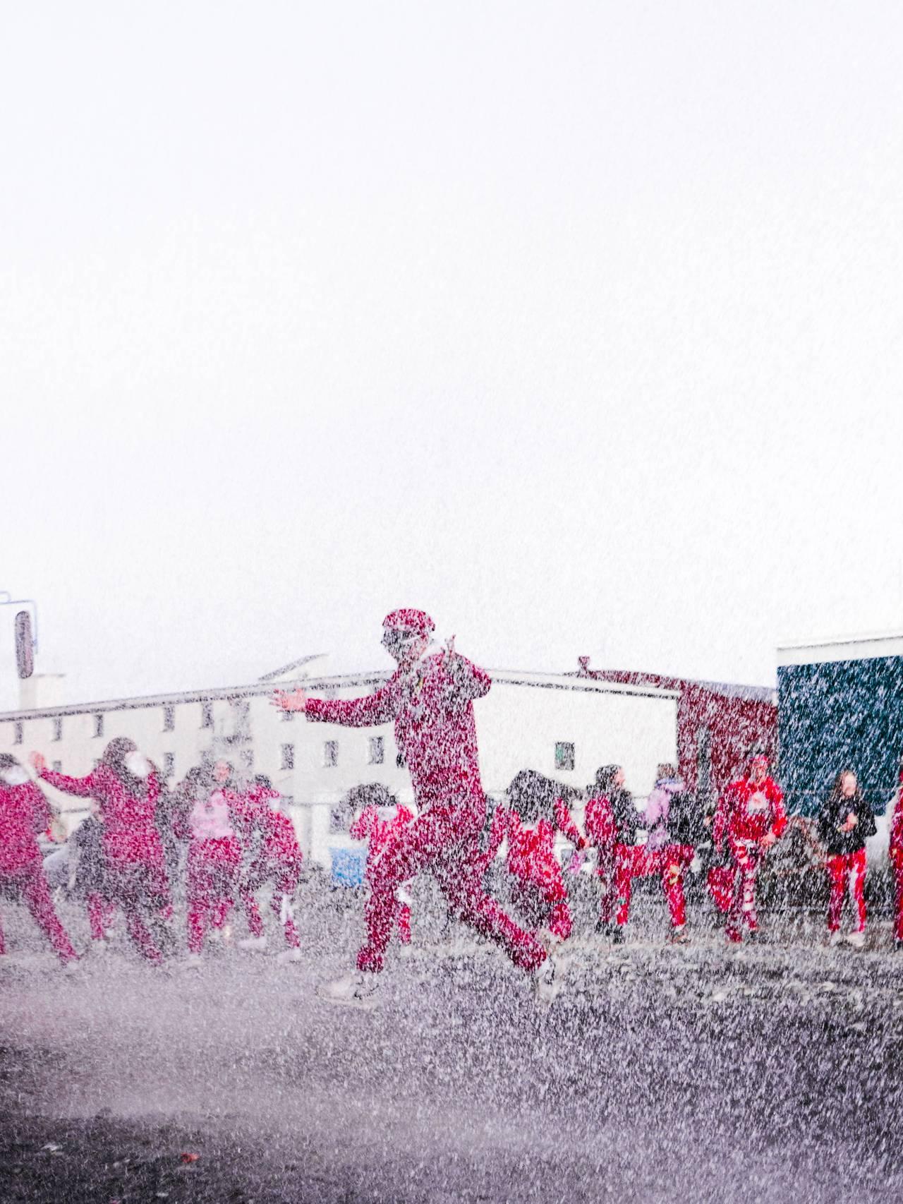 Russen vert døpt av redningsskøyta på Langstranda i Bodø.