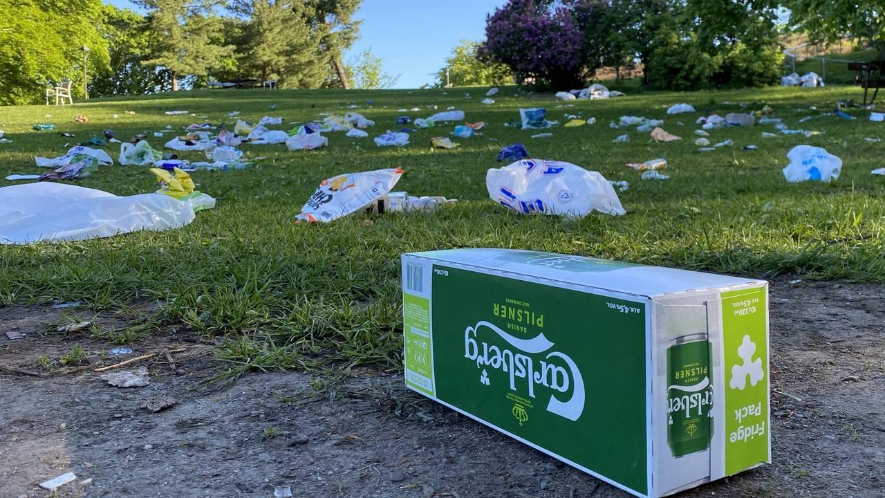 Søppel i parken på Sankthanshaugen