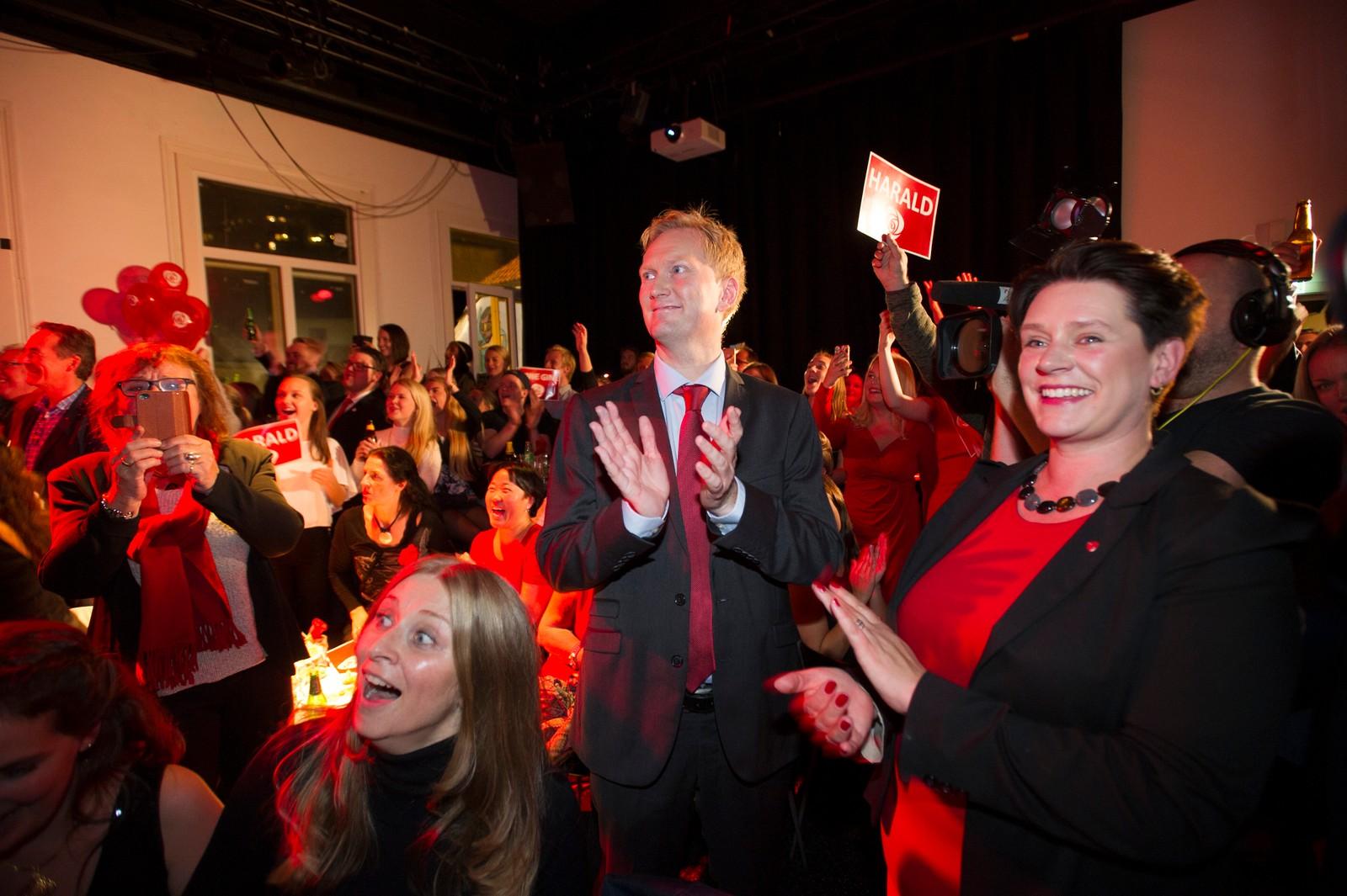 APs byrådslederkandidat i Bergen, Harald Schjelderup og ordførerkandidat Marte Mjøs Persen på Arbeiderpartiets valgvake. Foto: Marit Hommedal / NTB scanpix