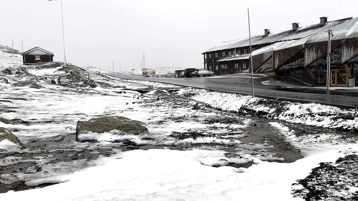 Nysnø fleire stader: Slik ser det ut på Sognefjellet i dag