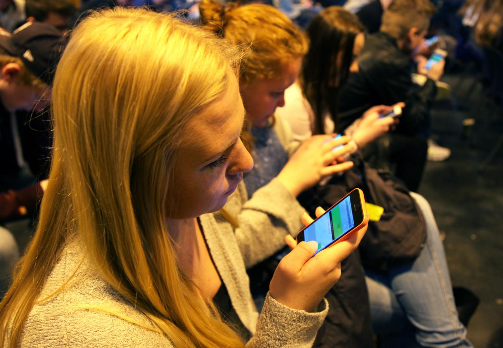 Alle elevene brukte mobilen aktivt, for spillene er der.