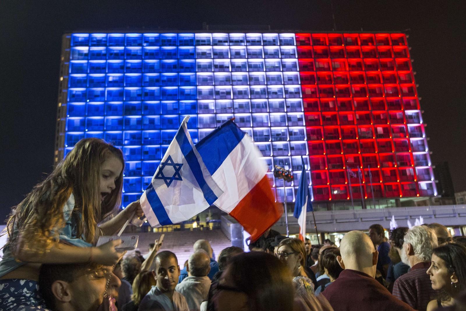 Mennesker i Tel Aviv gikk i demonstrasjonstog mot terror.