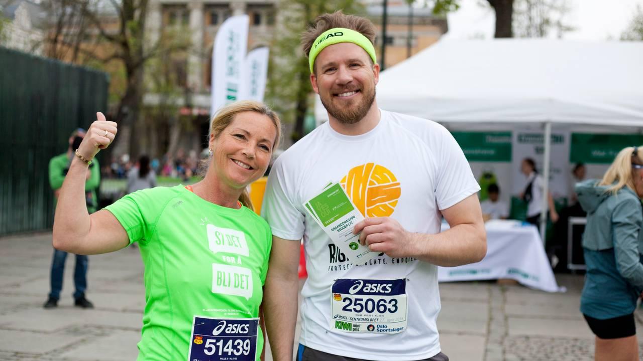 Anja Katrine Tomter og Kjetil Jansrud jubler sammen etter å ha løpt Sentrumsløpet