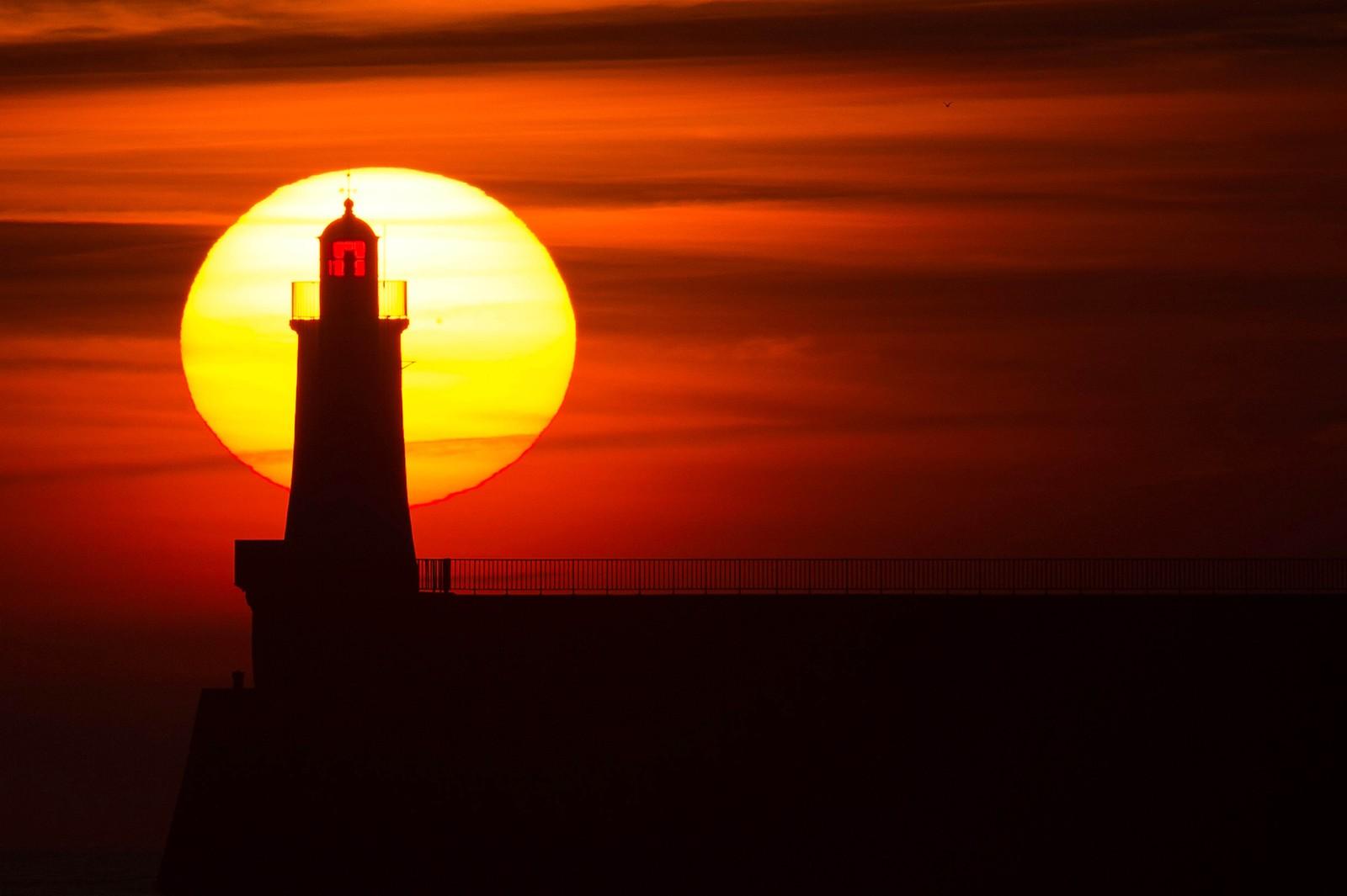 Vakker solnedgang i Les Sables d'Olonne i Frankrike.