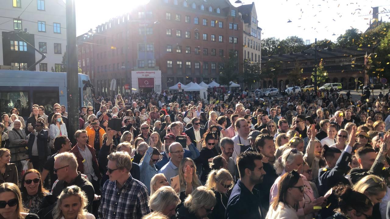Fullt på Jernbanetorget/The Hub i Oslo