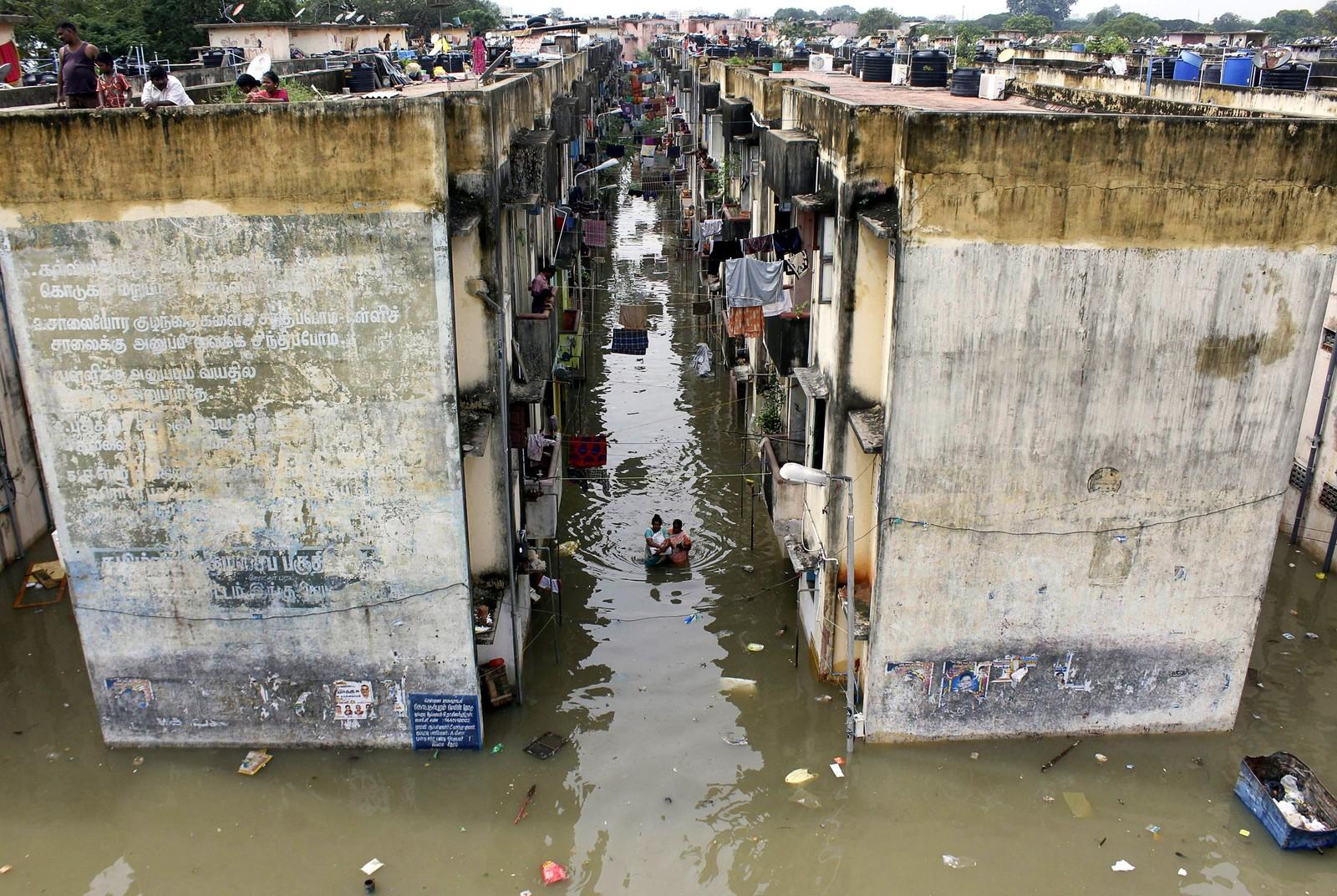Store regnbyger som varte over flere dager førte til flom i store deler av byen Chennai, India denne uka.