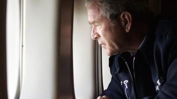 President George W. Bush flyr over orkanherjede Louisiana 31. august 2005