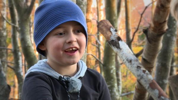 Magnus er sju år og har Tourettes syndrom.       Han har noe somskjer i kroppen hans helt av seg selv, nemlig ticks. Ticks kan være både lyder og bevegelser i kroppen, og det gjør Magnus veldig sliten.