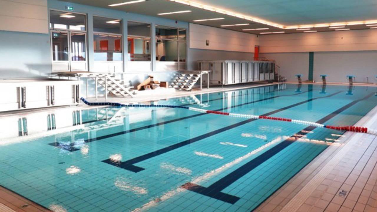 Hele Norge svømmer: Svømmebasseng ved Sandnes skole i Hadsel kommune.