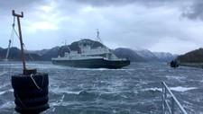 Ferjen over Høgsfjorden mellom Lauvvik og Oanes i Rogaland forsøke å ta seg over fjorden ved 09-tiden onsdag, men måtte gi opp å legge til ved ferjekaien på Lauvvik på grunn av kraftig vind.