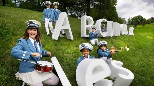 Lesekorpset inspirerer barn til å utforske alfabetet. Med Lesekorpset finner barna lyden som hører til bokstaven. Hvilket ord lager stavemaskinen i dag?