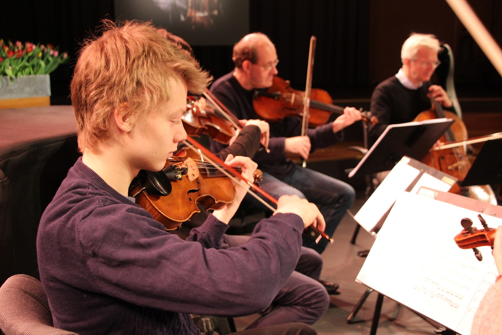 Joakim Røbergshagen øver til konsert med KonstKnekt og Berlinfilarmonien.