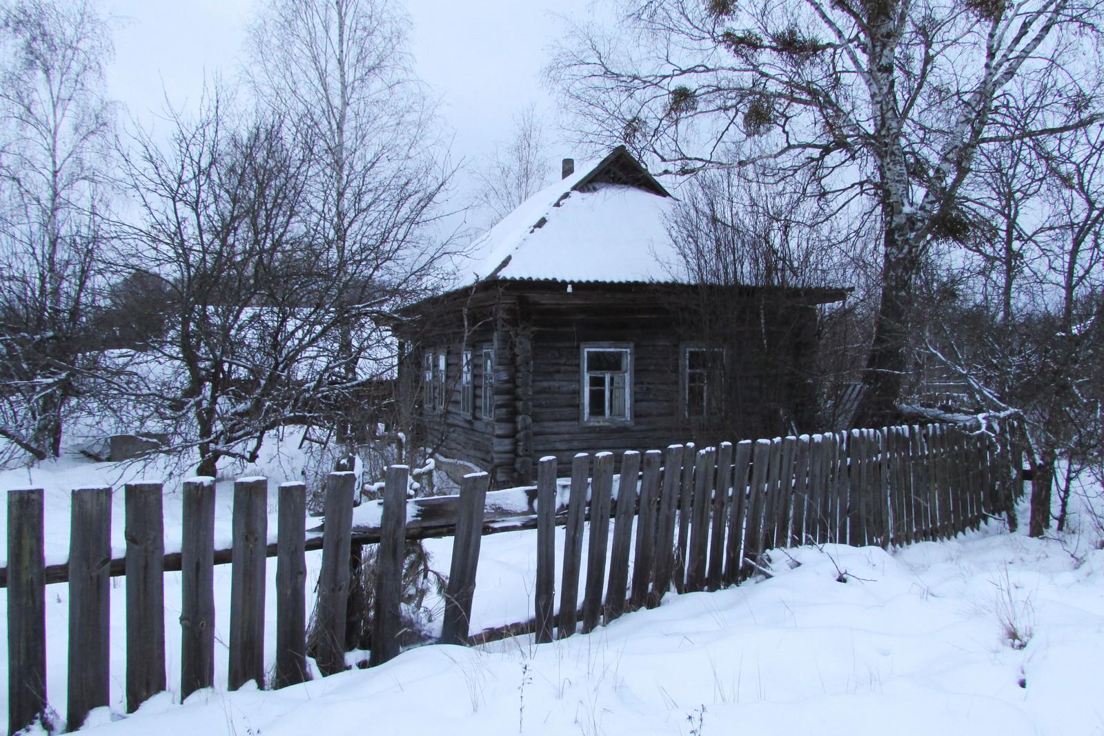 De mange tomme husene i landsbyen gir Parisjev et spøkelsesaktig preg.