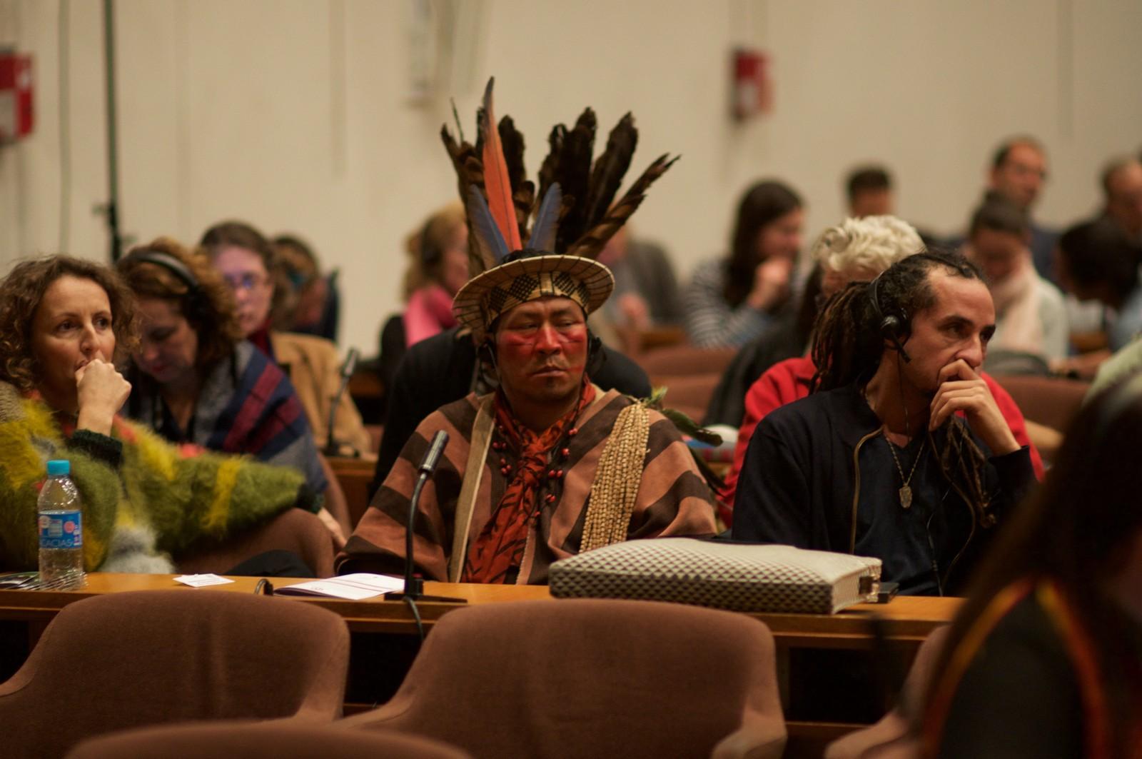Konferanser som varer dagen lang kan bli slitsomme.  Fra UNESCOs urfolkskonferanse Resilience in a time of uncertainty.