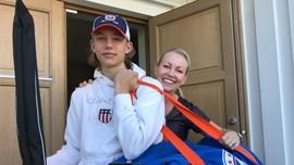 Ferdinand og mor med hockeybag
