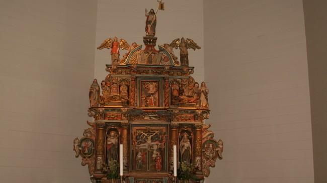 Peder Jørgenson Finde gav denne altartavla til Førde kyrkje i 1643. Foto: Kjell Arvid Stølen, NRK.