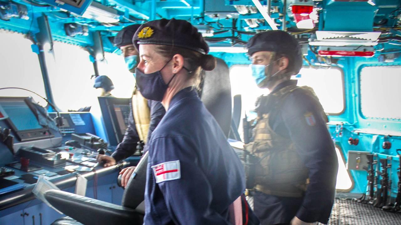 Britiske instruktører på broa om bord på «Otto Sverdrup»
