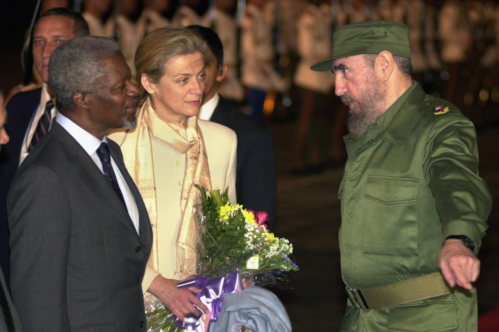 Fidel Castro tok imot den daværende FN-sjefen Kofi Annan og hans ektefelle Nane i forbindelse med et internasjonalt stormøte i Havana i april 2000.
