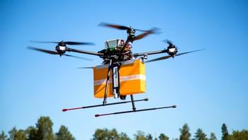 Drone som lever en pakke. Gjennomført av finske Posti