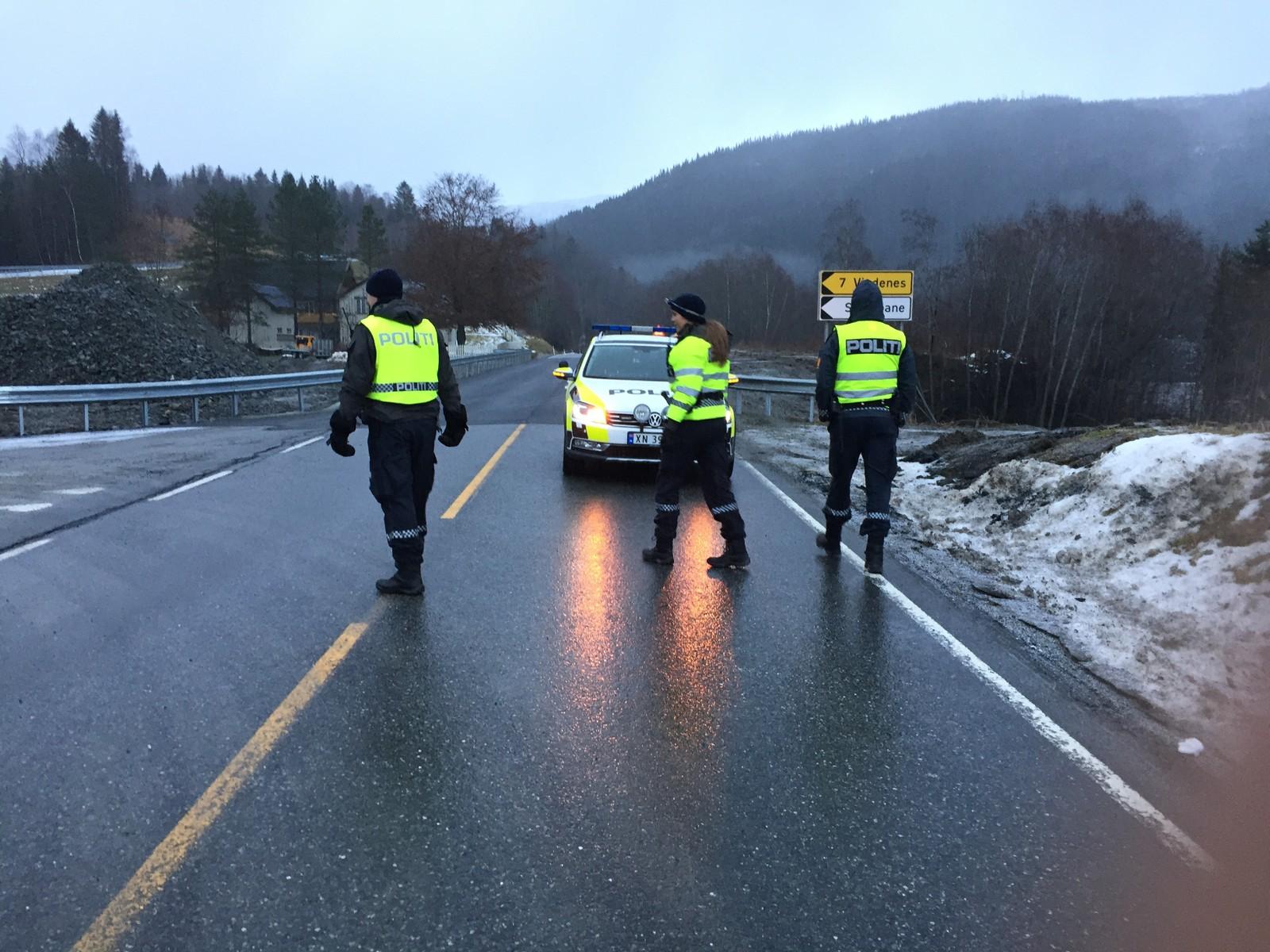 Stengt vei mellom Stjørdal og Meråker.
