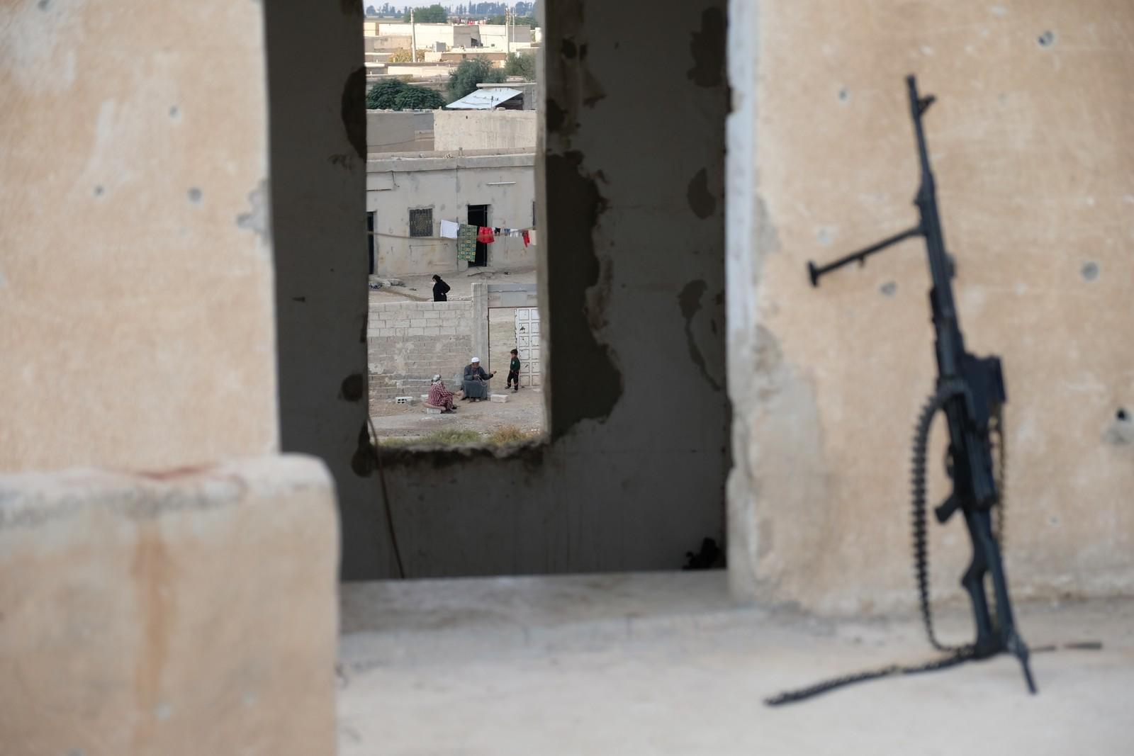 Spor av et liv som kanskje er på vei tilbake mot noe mer normalt etter at IS er ute av Raqqa. Byen er helt ødelagt etter kampene mot IS som er kjempet her de siste månedene.
