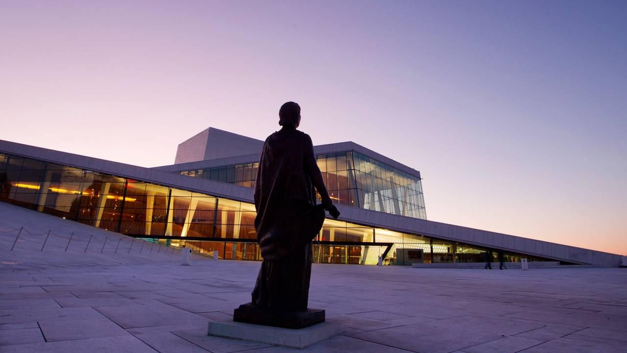 Kirsten Flagstad-statuen foran Operaen
