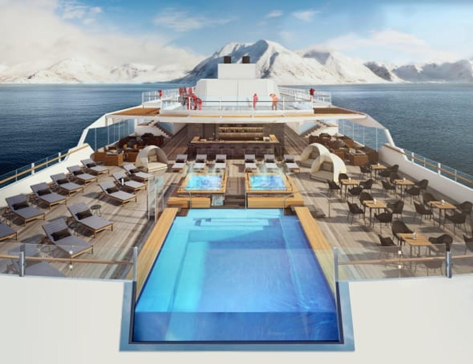 """Fra et evighetsbasseng som strekker seg mot horisonten helt akterut, kan gjestene på MS """"Roald Amundsen"""" og MS """"Fridtjof Nansen"""" oppleve den spektakulære utsikten over polarhavene på en helt ny måte."""