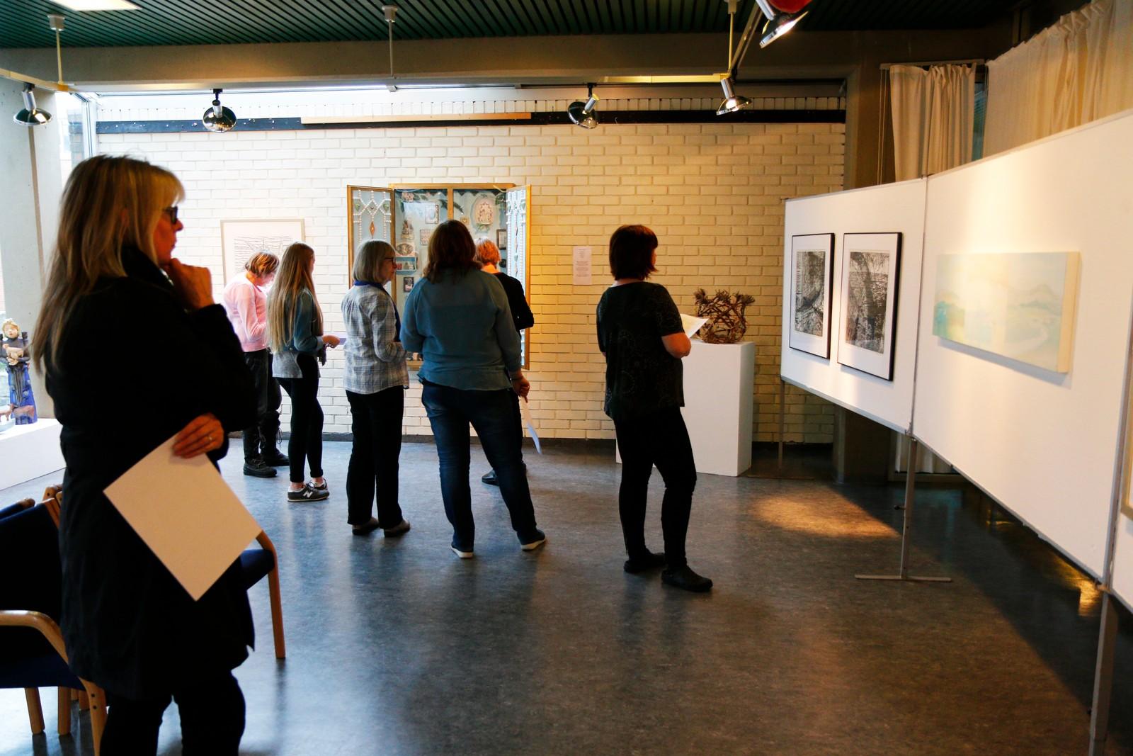 Utstillinga varer fram til søndag 25.oktober. her frå torsdag 22.oktober.